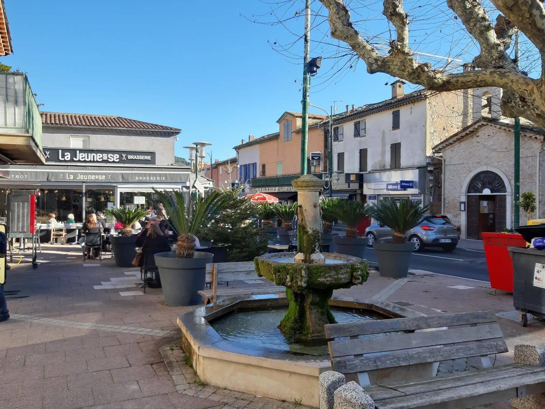 Les restaurants, snacks et autres cafés sont nombreux à Peymeinade.