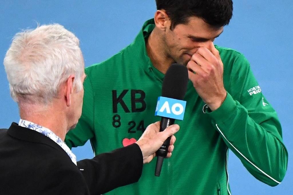 Le tennisman Novak Djokovic, en pleurs, lors de l'Open d'Australie, le 28 janvier 2020 à Melbourne