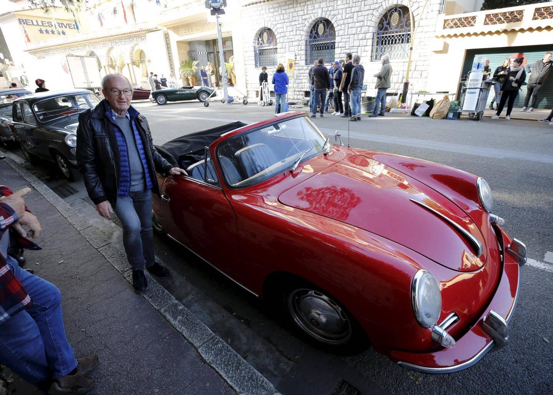Jean-Paul, propriétaire belge d'une des voitures d'époque.