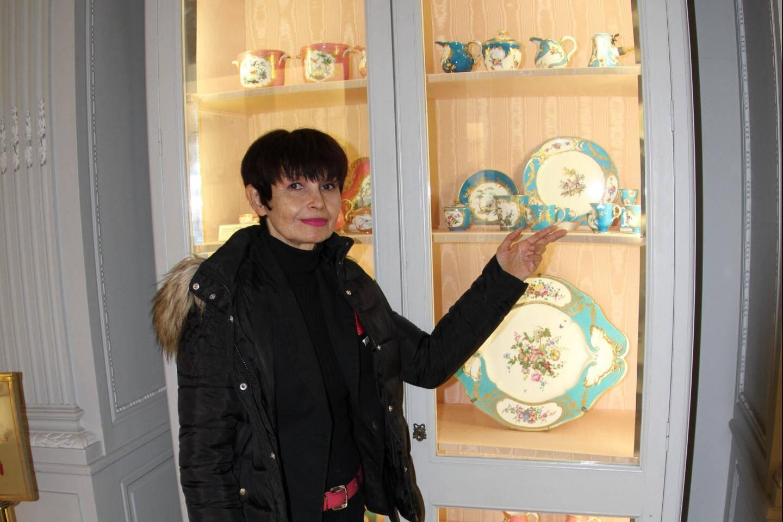 Jacqueline Manciet désigne une tasse à glace ayant appartenu à Louis XV.