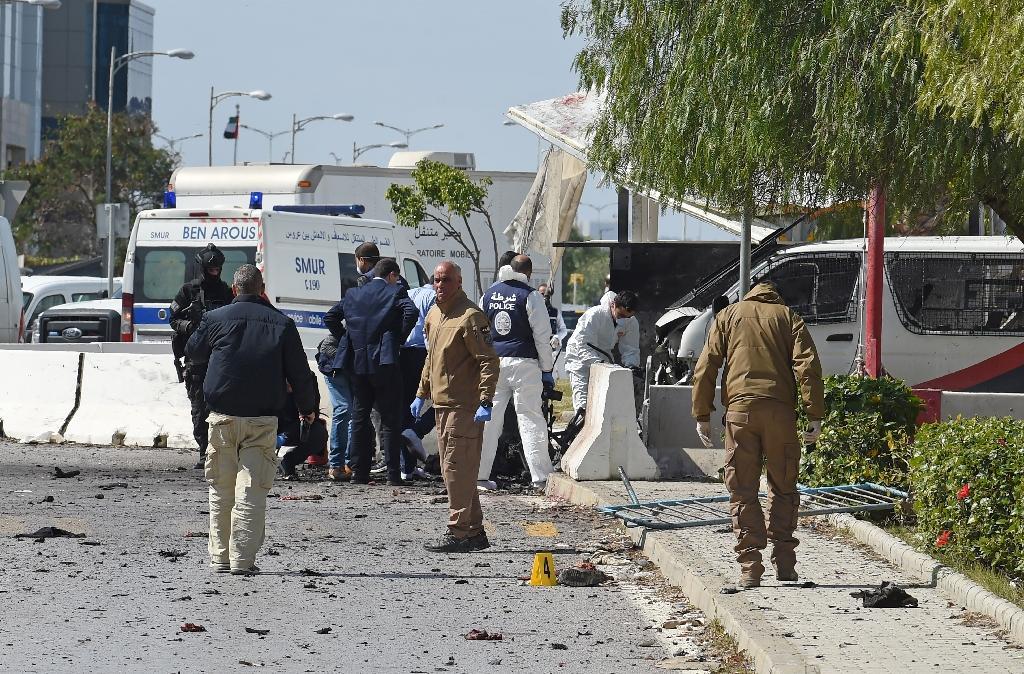 Sur les lieux du double attentat suicide à Tunis, le 6 mars 2020