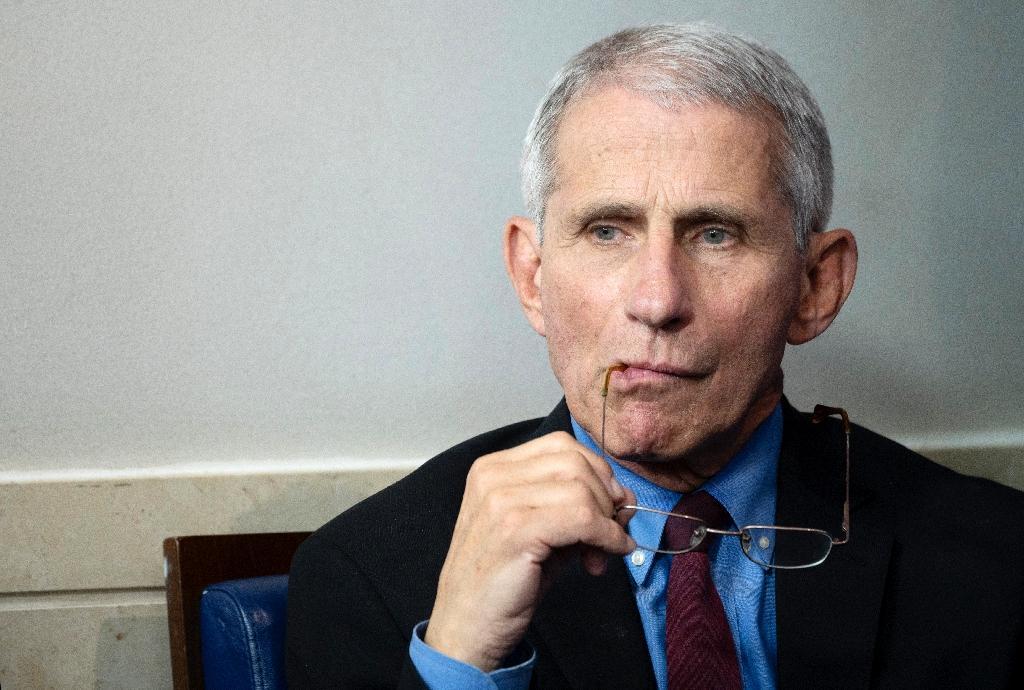 (ARCHIVE) Le directeur de l'Institut national des maladies infectieuses, nouvelle coqueluche des Américains, à la Maison Blanche, le 27 mars 2020