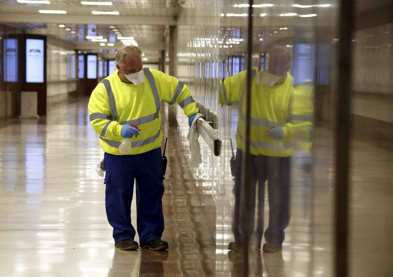 Lundi 23 mars 2020 à Monaco - la Société Monégasque d'Assaissinement procède à la désinfection des rues pour lutter contre la pandémie de covid-19 dans les rues, les couloirs souterrains, rampes et ascenseurs publics de Monaco.