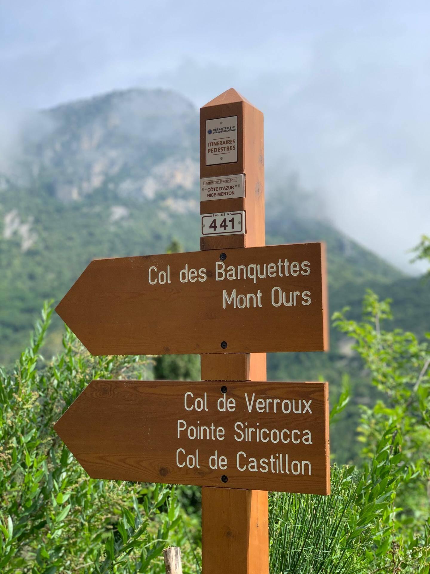 Plusieurs chemins de randonnée partent de Sainte-Agnès