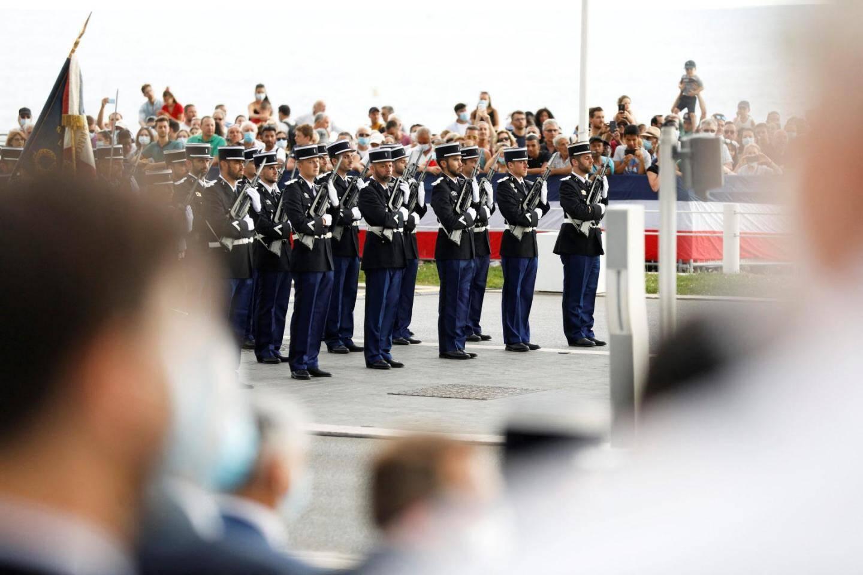 Défilé militaire sur la promenade des Anglais.