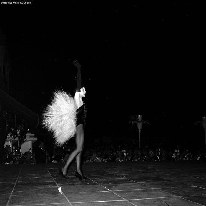 Zizi et son truc en plume, en 1962 à la Salle des Étoiles.
