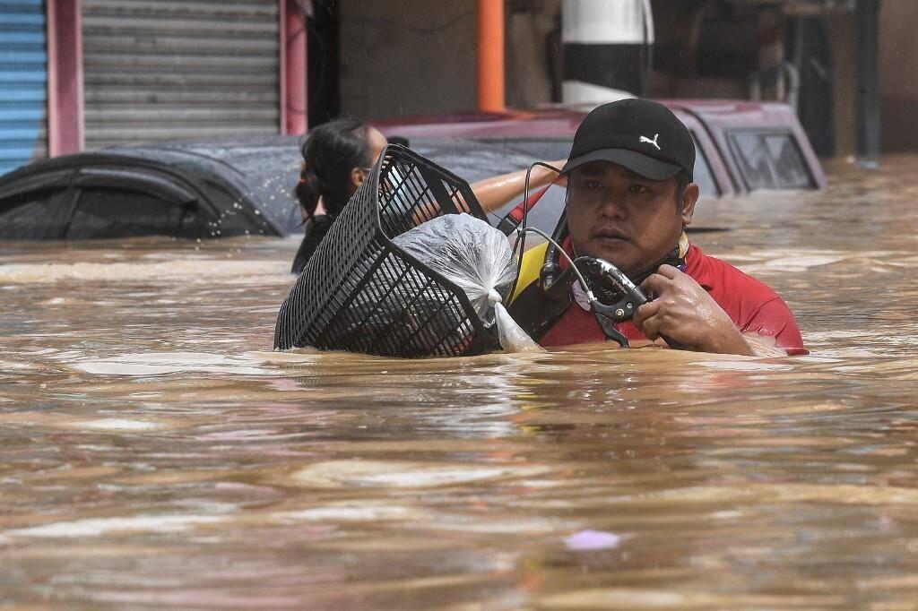 Après le passage du typhon Vamco à Manille.
