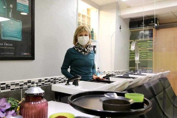 Dans son salon, Sylvie Angeletti prépare depuis une semaine la reprise.