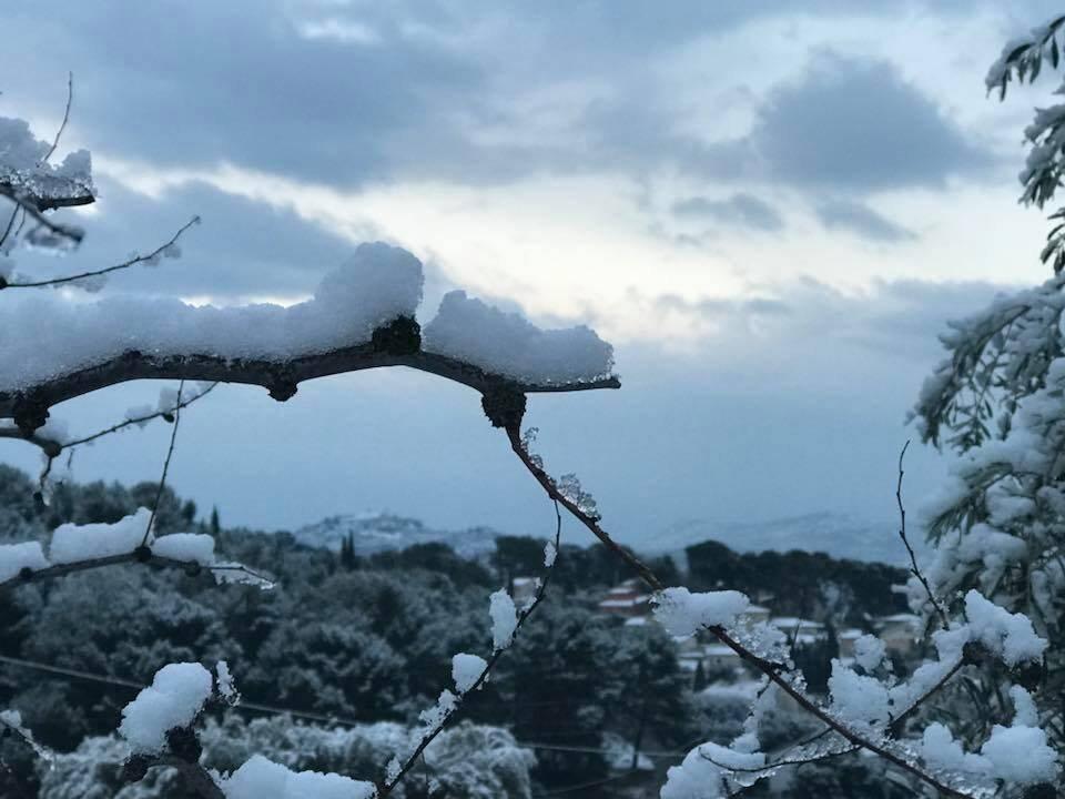 Illustration de la neige fraîchement tombée dans l'arrière-pays il y a quelques années.