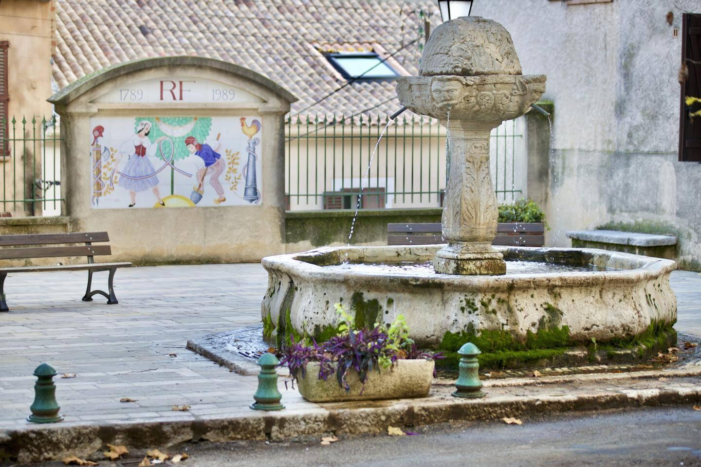 La fontaine de la place de la Révolution.