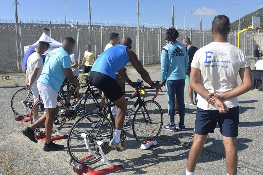 Vélo, basket, course à pied (avec la médaille d'Hamza), rameur ou pétanque… Une cinquantaine de détenus ont multiplié les épreuves sportives hier à l'occasion des Jeux pénitentiaires 2017.