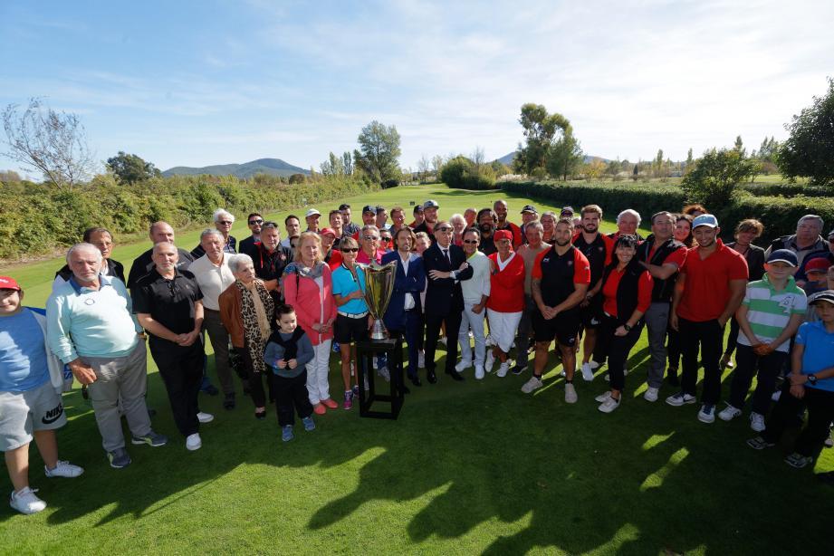 Les participants au tournoi ont pu admirer une des coupes d'Europe remportée par les Varois et déplacée pour l'occasion.