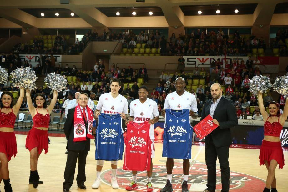 L'AS Monaco Basket, leader de Pro A, sera le club le plus représenté du All Star Game avec Paul Lacombe, Gerald Robinson, Amara Sy, Elmedin Kikanovic (absent sur la photo) et coach Zvezdan Mitrovic. Pour les Sharks, Jerel Blassingame tentera de remporter le concours de dextérité des meneurs.