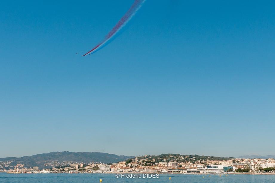 Les pilotes ont notamment effectué diverses figures acrobatiques.