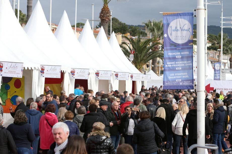 Il y avait du monde ce dimanche sur le quai De-Gaulle pour aller à la rencontre des 27 vignerons et domaines de l'appellation présent qui ont fait goûter le millésime 2018 des vins de bandol.