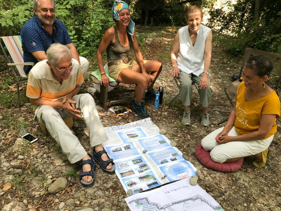 Ces citoyens veulent construire un habitat participatif sur ce terrain situé au dessus du chemin des Sablières à Nice. Ils espèrent y vivre ensemble, mais chacun chez soi.