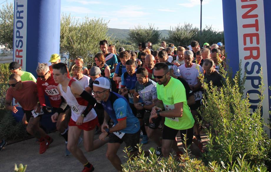C'est parti pour environ une heure de course, sur 13 km, avec un dénivelé de 450 m.