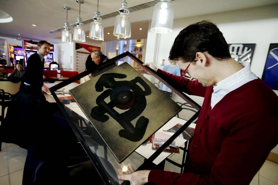 Bijoux, tableaux, sculptures, livres et autres objets ont occupé la journée des spécialistes.