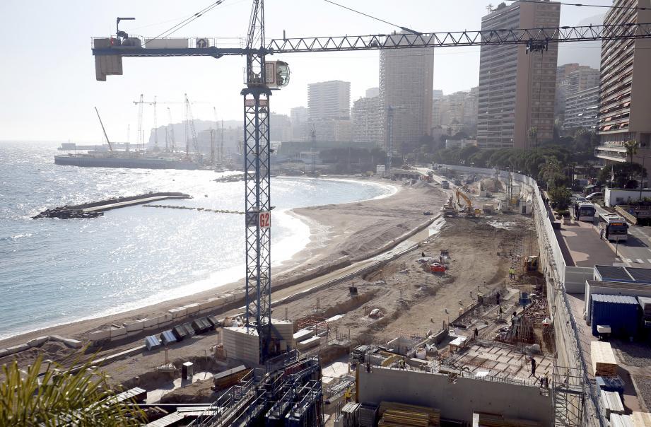 Sur 500 mètres de long, le chantier du littoral, lancé à l'automne se poursuit pour dessiner un nouveau quartier, connecté par l'extension en mer.