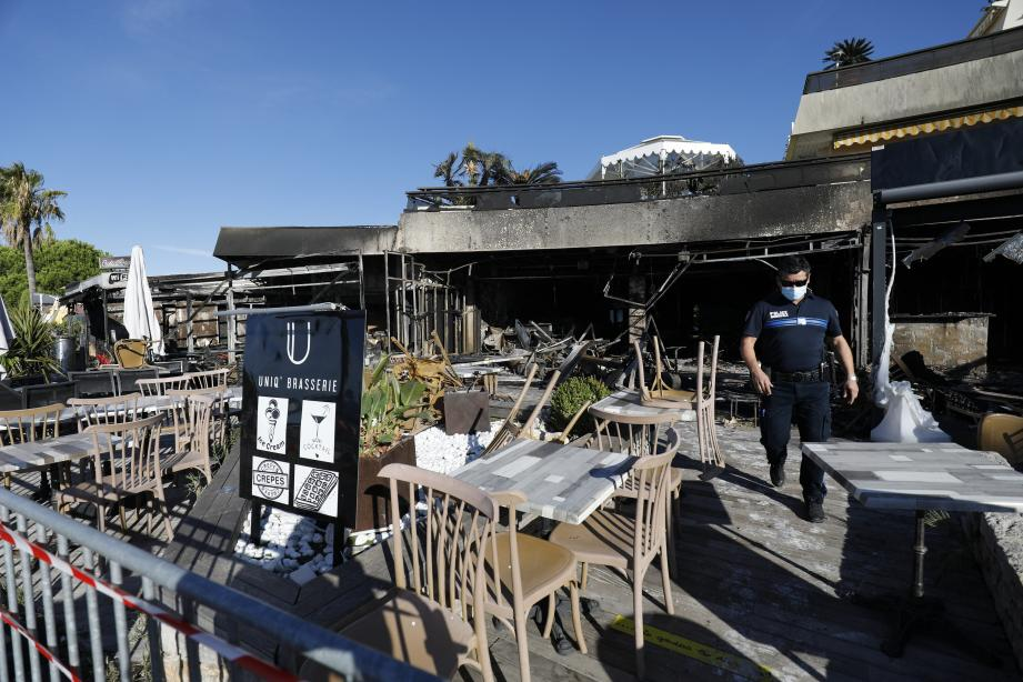 L'uniq' brasserie - et son espace lounge - tout comme le restaurant Tandem ont été totalement détruits par les flammes. Deux autres établissements : Dame Nature et Chez Max ont été, touchés - dans une moindre mesure - par cet incendie dont l'origine est encore inconnue. Une enquête est ouverte.