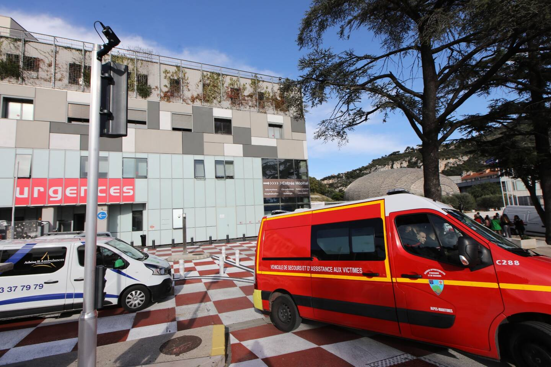 Les pompiers en intervention devant les urgences du CHU de Nice (illustration).