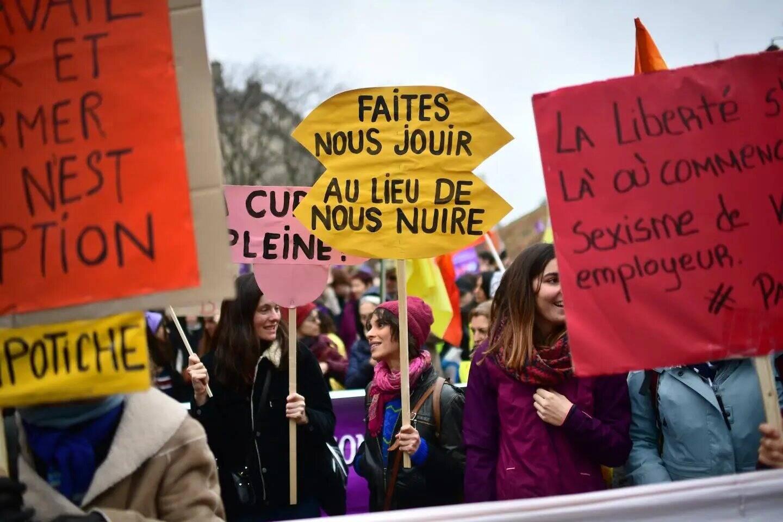 """Une manifestation """"féministe et antiraciste"""" organisée à Paris en mars 2020."""