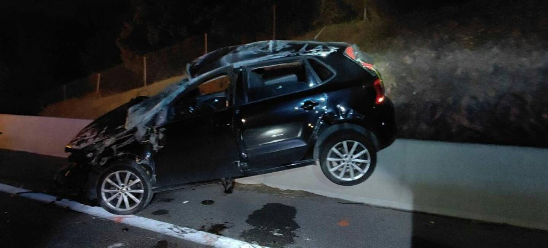 La voiture a effectué plusieurs tonneaux, qui ont été fatals au conducteur, un jeune homme de 23 ans originaire de l'ouest du département.