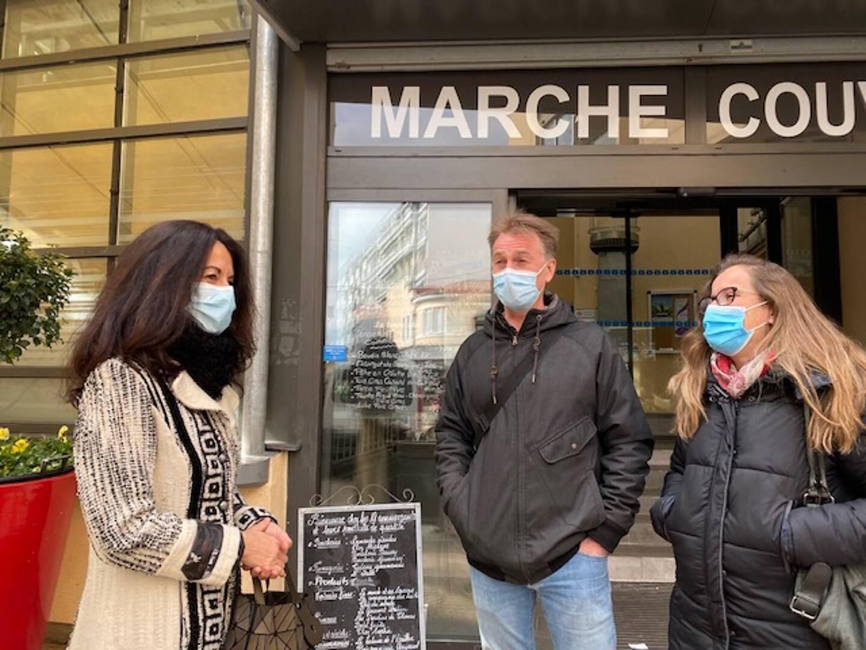 Vanessa Sanchez (à gauche), manager du centre-ville de Cagnes-sur-Mer, accueille des porteurs de projet qui pourraient d'installer dans sa commune.