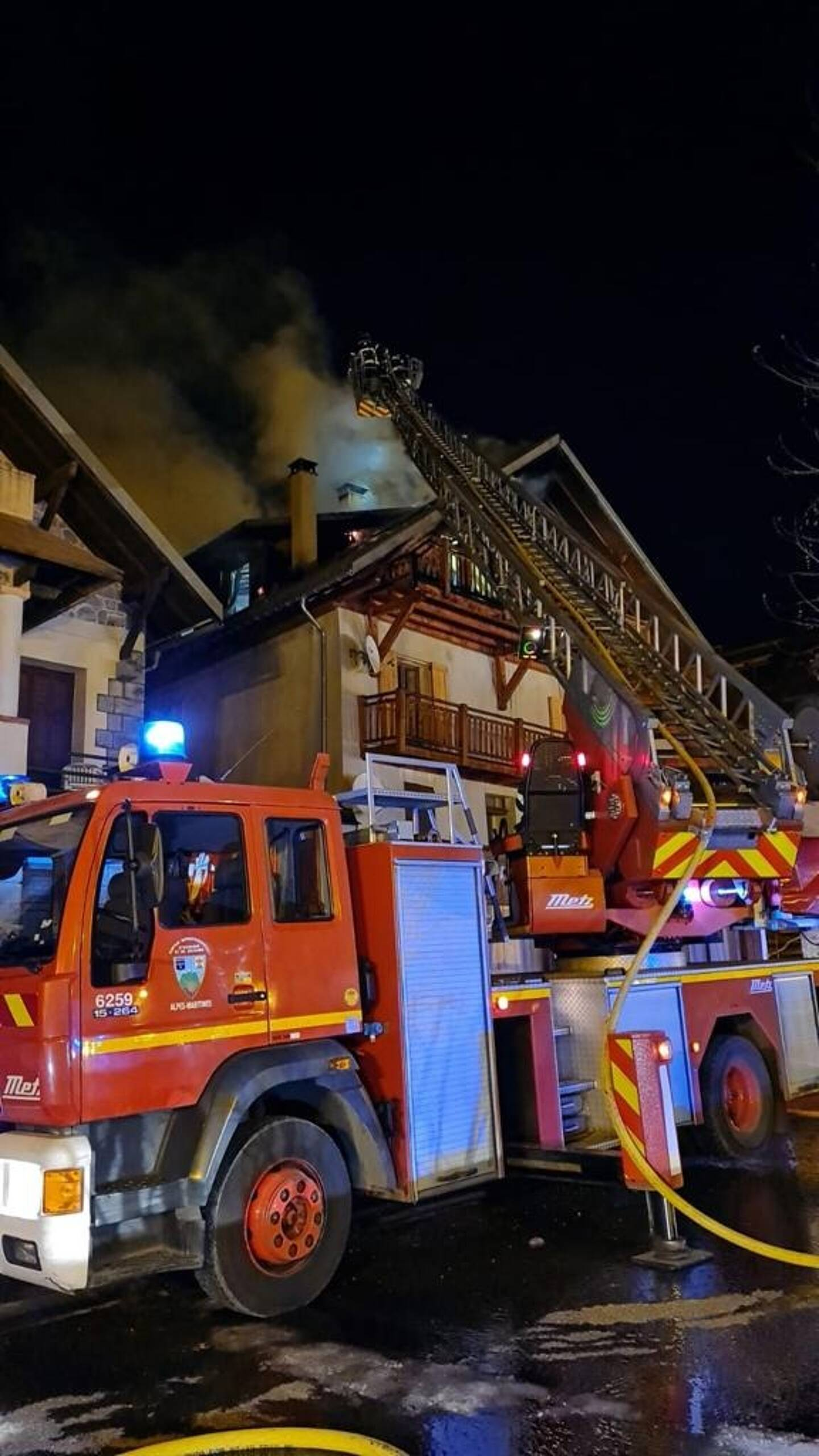 Les occupants de l'appartement ont été évacués avant l'arrivée des secours.