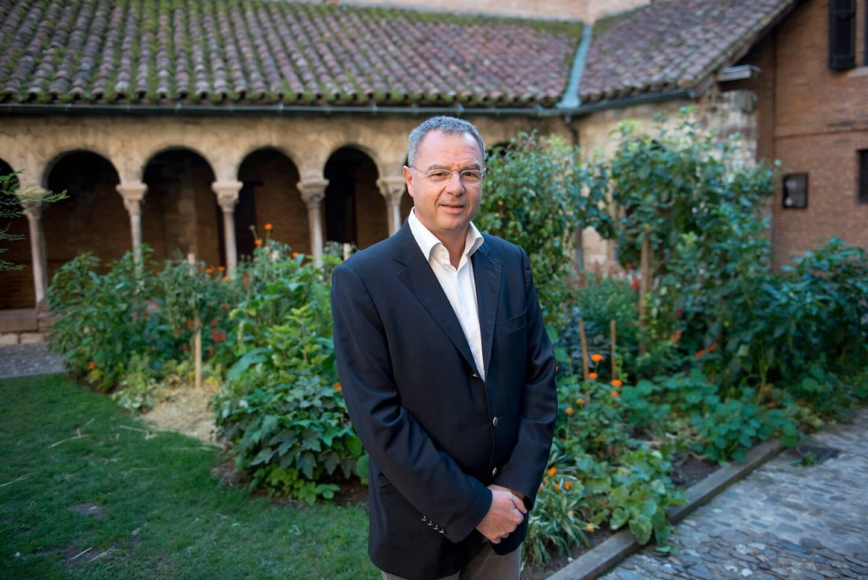 Jean-Michel Bouat est probablement le premier adjoint au maire délégué à l'Agriculture urbaine, en France. Il a été nommé en 2014. A Albi, les légumes poussent partout, même dans des parcs et jardins remarquables.
