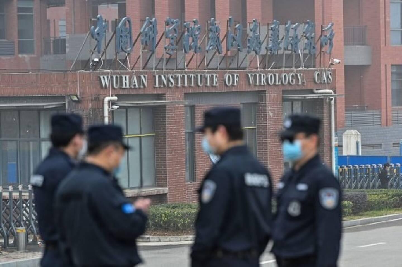 """Les membres de l'équipe de l'Organisation mondiale de la santé (OMS) enquêtant sur les origines du coronavirus COVID-19 se sont rendu à l'institut de virologie de Wuhan qui se trouve au cœur de la """"théorie de la fuite"""", dans la province centrale du Hubei en Chine le 3 février 2021 ."""