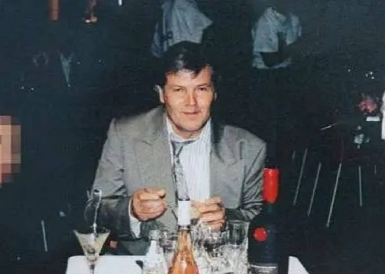 En juin 2001, Michel Lambin,un ancien braqueur, devenu patron de bar à Grasse et chevrier sur la petite commune de Caussols dans les Alpes-Maritimes, est accusé d'avoir abattu son hôte, Jean-Félix Leca, repris de justice corse en cavale.
