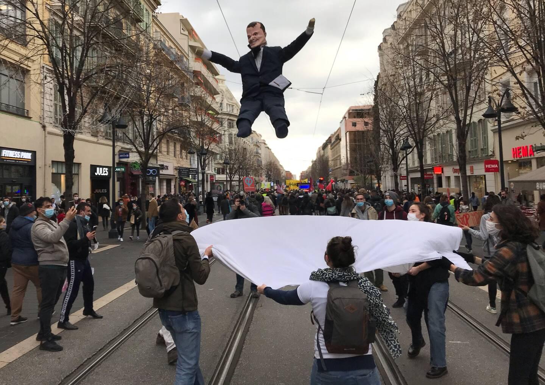 Les manifestants ont défilé sur l'avenue Jean Médecin, à Nice, ce samedi.