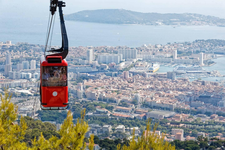 Toulon sous le soleil (ici, une vue depuis le mont-Faron)