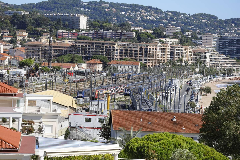 L'accident s'est produit au niveau de l'avenue des Pins, à la Bocca (pas loin de la gare et du collège international) à Cannes : un homme d'une cinquantaine d'années a été happé par un train.