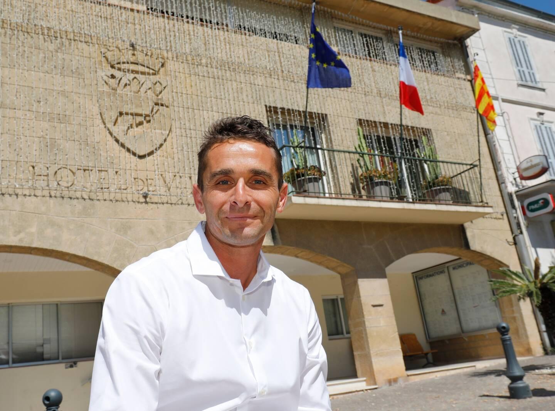 """Le maire de Carqueiranne Arnaud Latil regrette un """"manque de concertation"""" après l'annonce par la préfecture du Var de l'avancée du couvre-feu."""