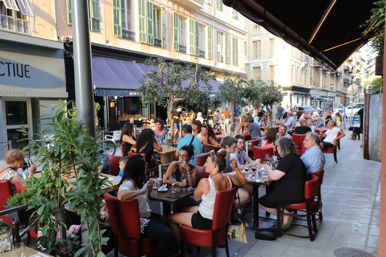 Une terrasse de la rue Delille à Nice.