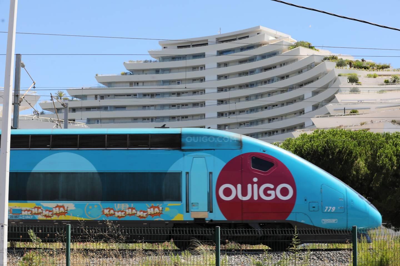 Un train OuiGo à Villeneuve-Loubet.
