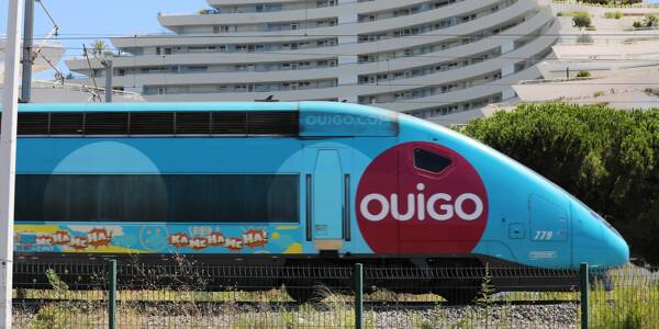 Un train OuiGo à Villeneuve-Loubet.