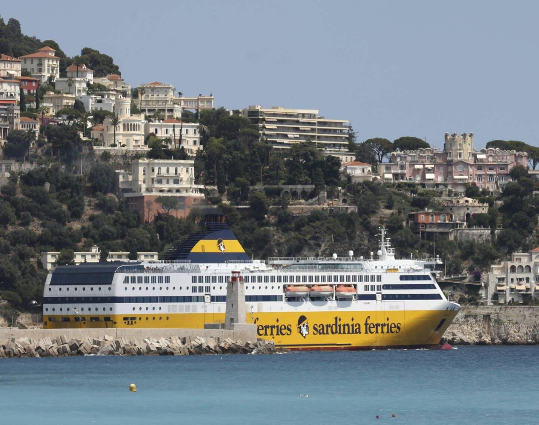 Un bateau de la Corsica Ferries à Nice.