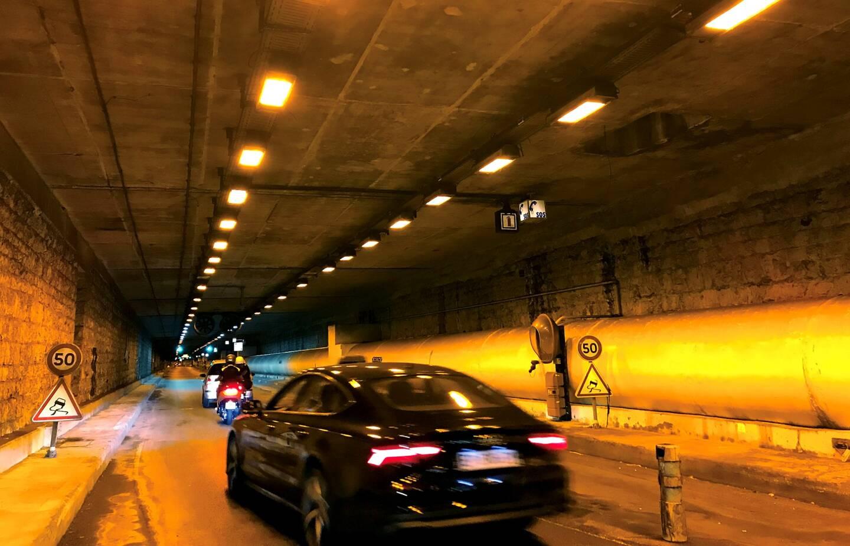Ce dimanche, vers 22 heures, un terrible accident de la route a fait un mort à Nice. Un deux-roues s'était à ce moment engagé dans le tunnel André-Liautaud.