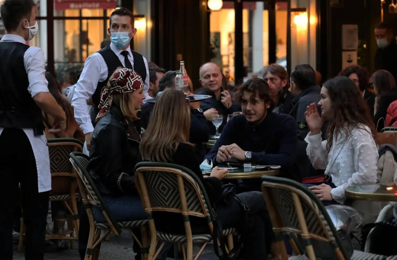 """Selon le Premier ministre Jean Castex les """"principaux lieux de contaminations sont les lieux privés, les restaurants et cafés"""""""