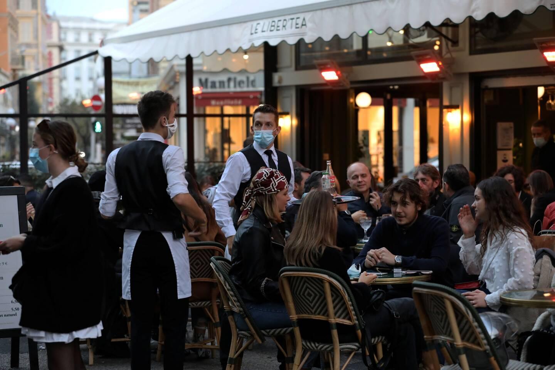 Les restaurants et et les bars ne devraient pas rouvrir à la date que le président de la République avait communiqué.