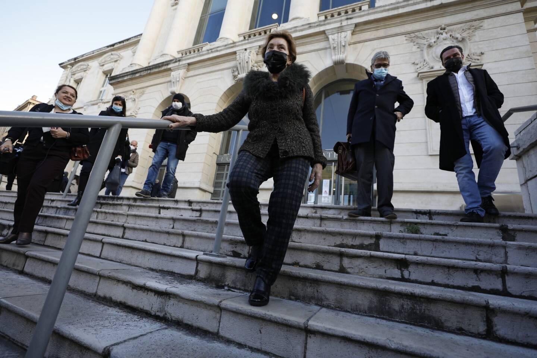 Jacqueline Veyrac et son défenseur, Me Luc Febbraro, à la sortie de la cour d'assises.