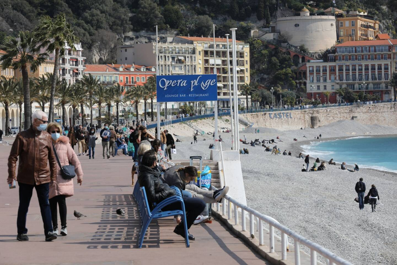 Depuis le 6 avril, le port du masque est obligatoire sur toutes les plages des Alpes-Maritimes.