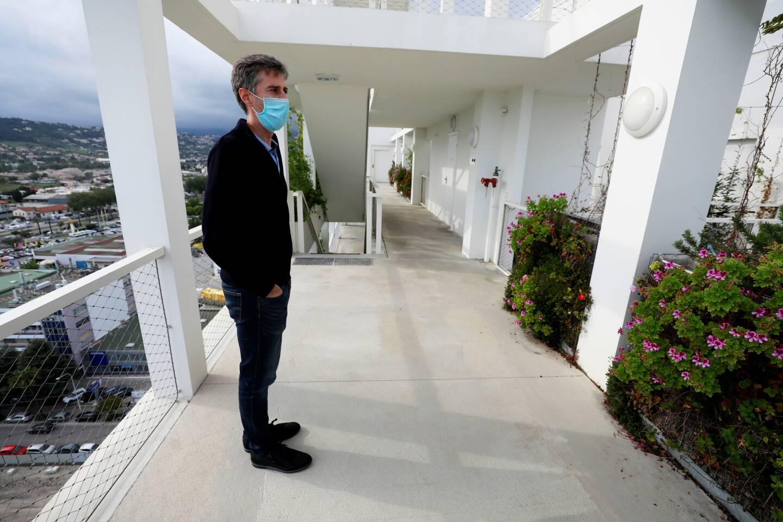 Thomas, notre guide de quelques heures, au seizième étage de son immeuble.