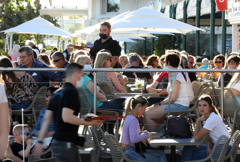 Contrairement à une majorité de Français qui se sont jetés sur les terrasses, eux n'ont pas rêvé d'un verre, d'aller manger au restaurant ou de retourner se faire une toile à l'annonce du déconfinement, le 19 mai dernier. Bien au contraire. Leurs témoignages et le décryptage avec une psychologue.