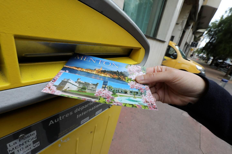 Envoyée de Menton en 1988, une carte postale est arrivée chez sa destinataire à Biarritz... avec trente-deux ans de retard! Stupéfaction pour cette septuagénaire qui a ainsi découvert les quelques mots que sa belle-mère, décédée, lui avait envoyés il y a trois décennies