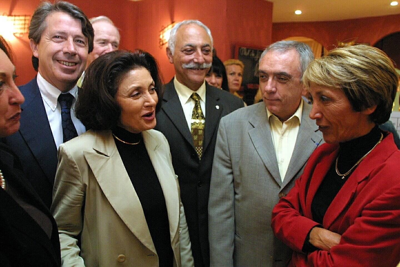 Muriel Marland Militello (à gauche) lors de la campagne législative de 2002.