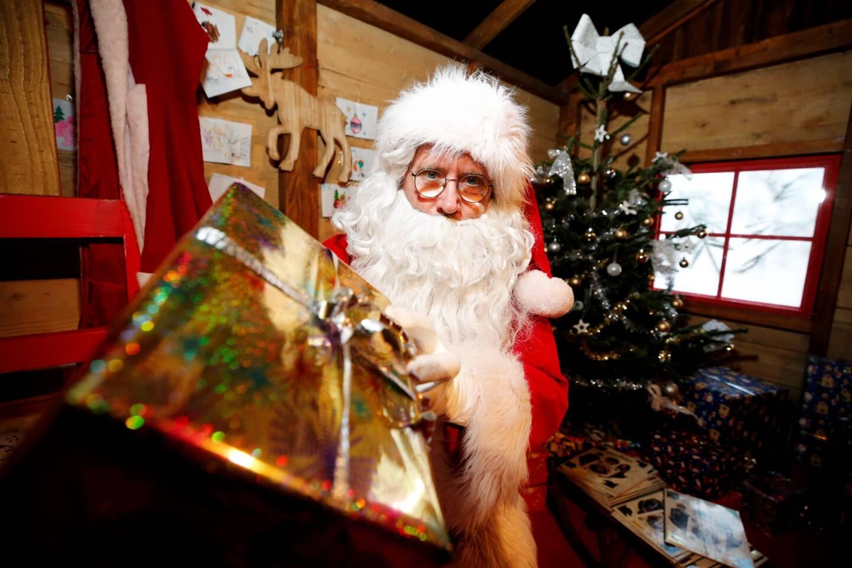 Le Père Noël est immunisé contre la Covid-19, il pourra distribuer les cadeaux dans le monde entier.